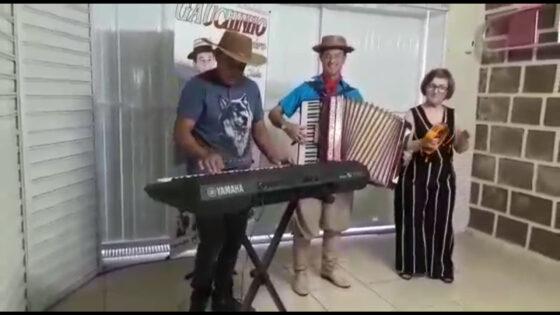 """Música """"Xote Caminhoneiro"""" por Adão Assis Ribeiro"""