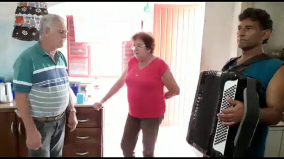 """Música """"Velha Porteira"""" por Abrósio Vieira Filho"""