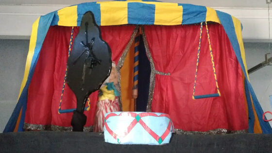 """Apresentação teatral """"Circo de Bonecos"""" com Fabiano da Silva"""