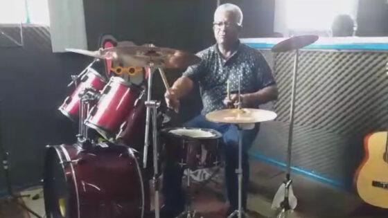 """Aula """"Técnicas de Percussão e Bateria"""" com Valdir Hercilio"""