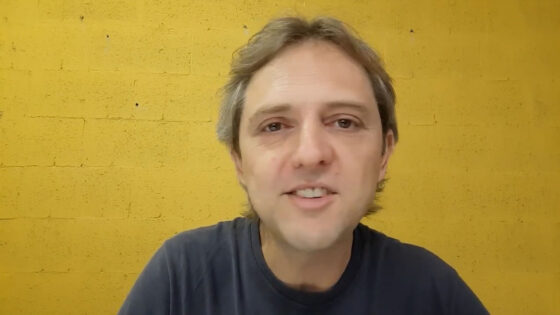 "Teatro ""Desconstruindo O Flautista de Hamelin"" com Willian Walter Sieverdt"